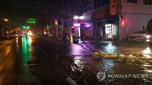 대전 동구서 상수도관 파열 [연합뉴스 자료사진]