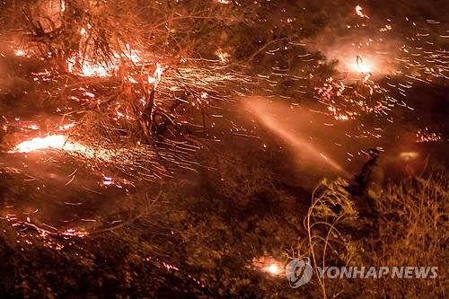 미 캘리포니아 강풍에 산불 확산일로
