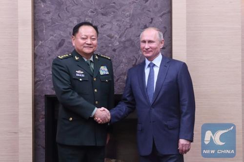 푸틴 러시아 대통령과 장유샤 중국 중앙군사위 부주석 [신화사]