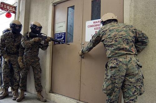 일본서 훈련 중인 미 해병대 대테러팀(FAST)[위키미디어 제공]