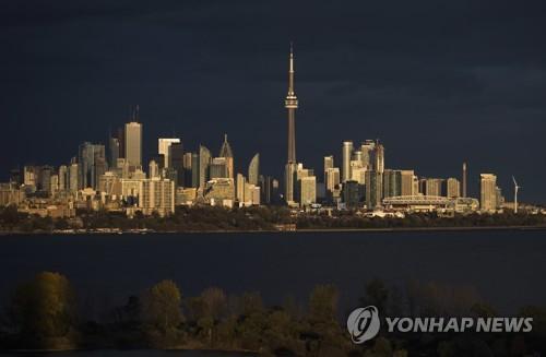 캐나다 제1도시 토론토의 야경 [AP=연합뉴스 자료사진]