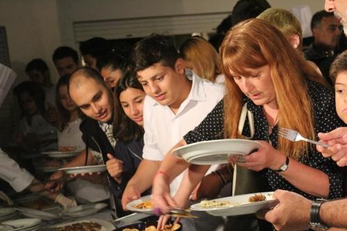 사찰음식 시식하는 아르헨티나인들.[문화원 제공]