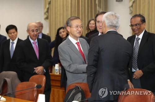 랜드연구소 대표단 만나는 임성남 외교부 1차관