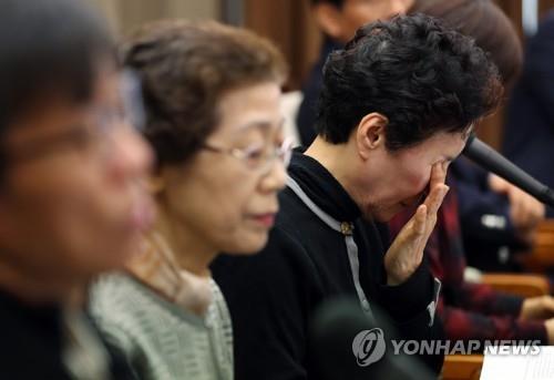 눈물 훔치는 장기기증자 유가족
