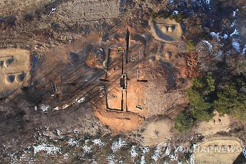 장수서 발견된 대형 가야 고분[연합뉴스 자료사진]