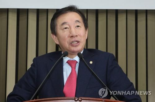 """김성태 """"한국당 패싱하고 개헌 논의 안된다"""""""
