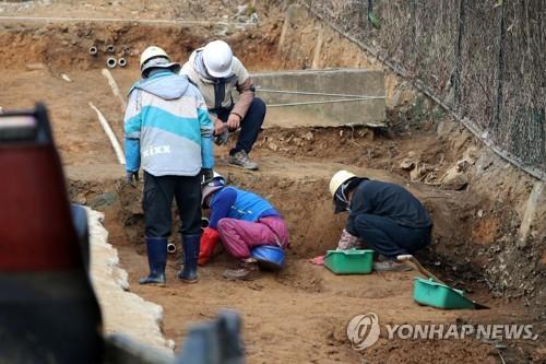 옛 광주교도소 암매장 의심지 발굴조사. [연합뉴스 자료사진]