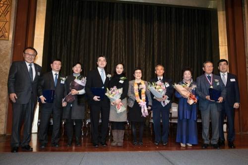 김철규 박사(사진 왼쪽에서 9번째), 김나영 교수(왼쪽에서 6번째)