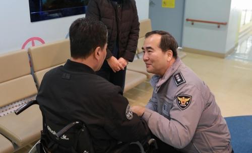 부상 경찰관 위문하는 이주민 서울경찰청장 [경찰청 제공]