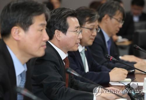 가상통화 금융권 점검회의에서 발언중인 김용범 금융위 부위원장