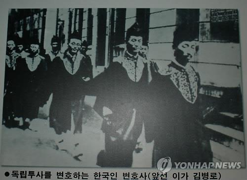 독립운동가를 변호하는 김병로 변호사