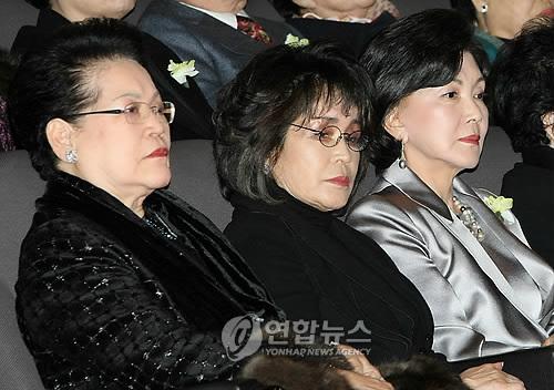 신세계 이명희 회장(가운데) [연합뉴스 자료사진]