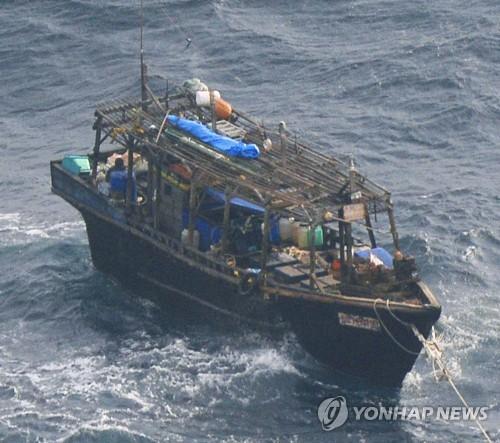 북한 목선 [연합뉴스 자료사진]
