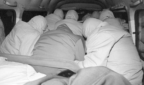 연행되는 고문치사 관련 경찰들