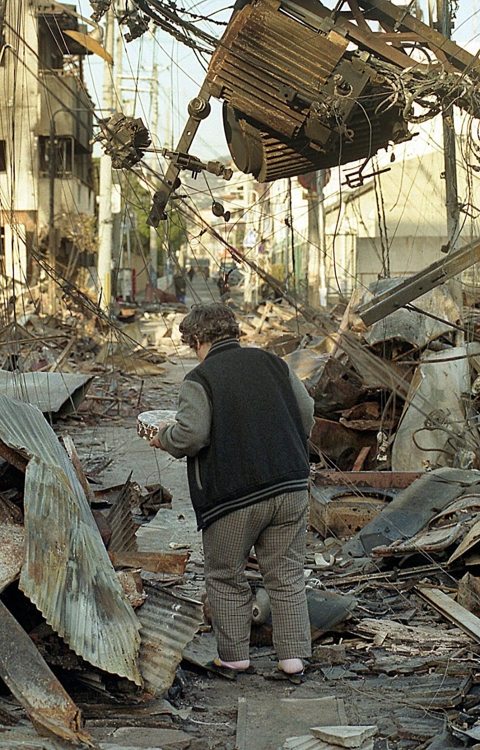 고베 대지진 피해 모습 [EPA=연합뉴스]