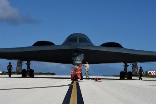 괌 공군기지의 B-2