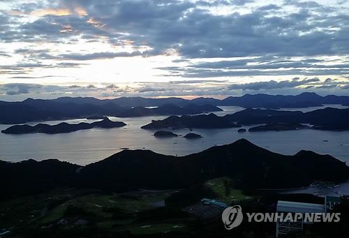 미륵산 정상에서 본 통영[연합뉴스 자료사진]