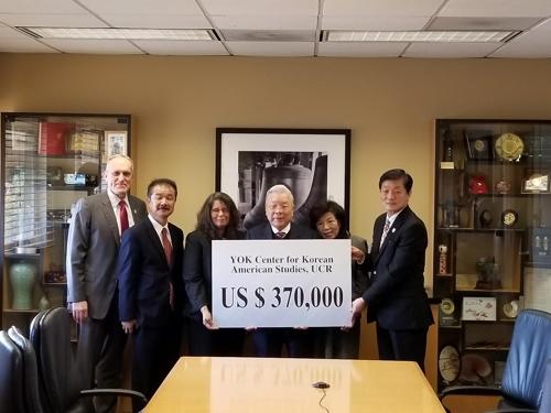 재미동포 기부왕 홍명기 회장, 김영옥 연구소에 기부