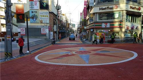 강남역 맛의 거리에 생긴 보행자 우선도로