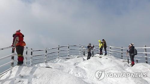 눈 덮인 속리산 문장대 [연합뉴스 자료사진]