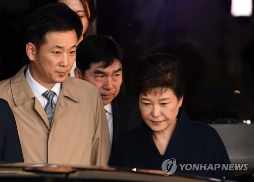 박근혜 전 대통령과 유영하 변호사(왼쪽) [연합뉴스 자료사진]