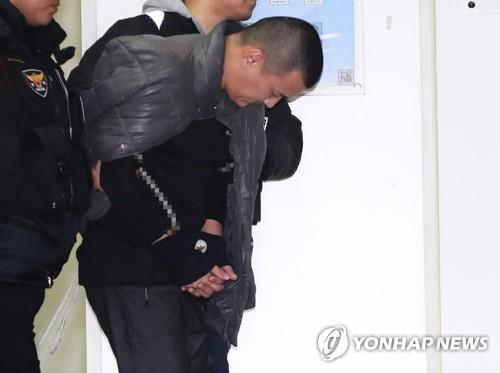 고개 숙인 '용인 일가족 살해범' 김성관