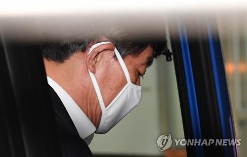 검찰 소환되는 원세훈 전 국정원장 [연합뉴스 자료사진]