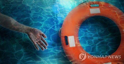 수영 중 어른 사망 (PG)[연합뉴스 자료사진]