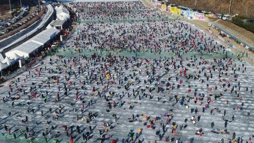 화천산천어축제 연일 대박 행진…지역경제 '신바람'