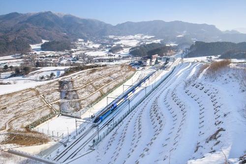 서울∼강릉 KTX 열차가 달리는 모습 [코레일 제공=연합뉴스]
