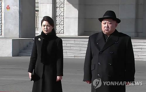 김정은·리설주, '건군절' 기념 열병식 참석