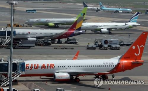 김포공항 국내선 계류장에 대기 중인 여객기 [연합뉴스 자료사진]