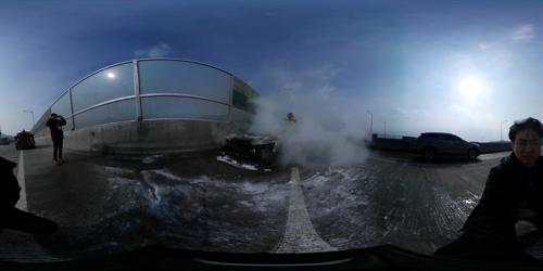 [VR현장] 진부IC서 차량 화재…인명피해 없어