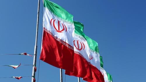 테헤란 시내의 이란 국기