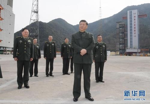 중국 쓰촨성 시창 위성발사센터 시찰하는 시진핑 주석.[신화사]