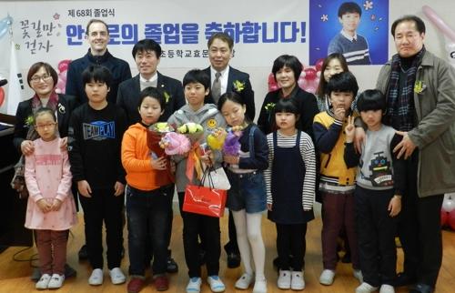 졸업생이 1명 뿐인 초등학교 '특별한 졸업식'