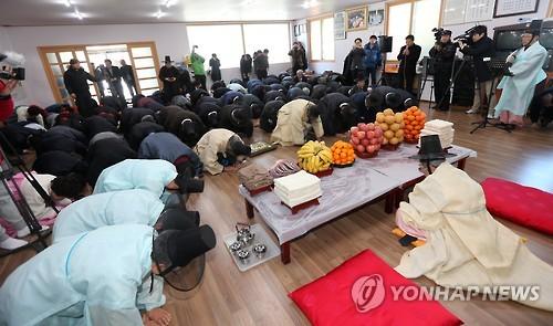 400년 넘게 이어진 강릉 '합동 도배식'[연합뉴스 자료사진]
