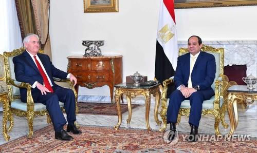 엘시시 이집트 대통령(오른쪽)과 틸러슨 미국 국무장관[EAP=연합뉴스]