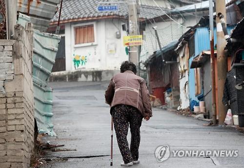 홀몸 노인 급증 [연합뉴스 자료사진]