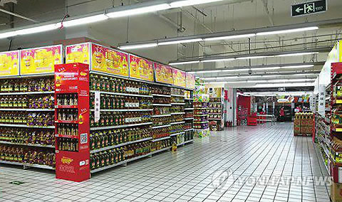 텅 빈 중국 롯데마트 매장 [연합뉴스 자료사진]