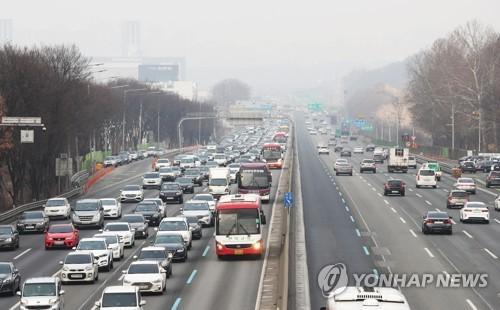 귀성차량 붐비는 고속도로 [연합뉴스 자료사진]