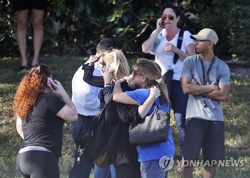 플로리다 총격 사건 울부짖는 학부모들