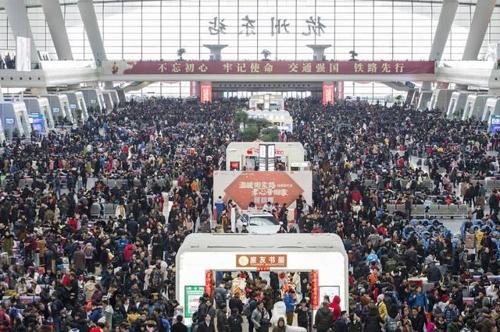 중국 항저우역에 몰려든 귀성객들.[소호닷컴 캡처]