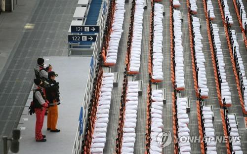 개막식장 배치된 강원 119대원 [연합뉴스 자료사진]