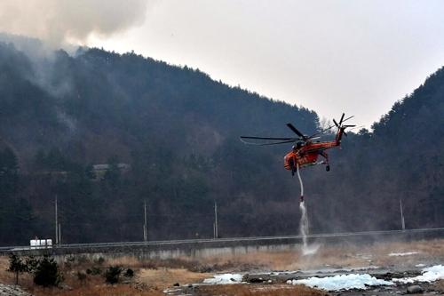산불 진화 헬기 [연합뉴스 자료사진]