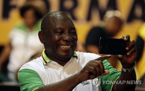 남아공 대통령에 선출된 라마포사[AP=연합뉴스 자료사진]