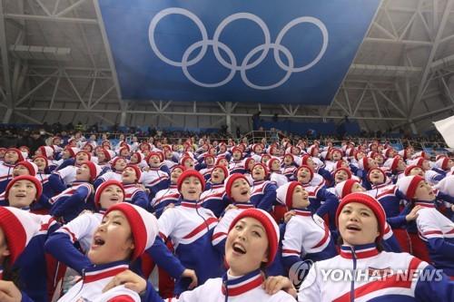 [올림픽] 북측응원단, 남자 아이스하키 응원 시작