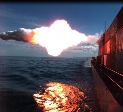 이동 해상표적에 명중하는 미국의 토마호크 순항미사일[위키미디어 제공]