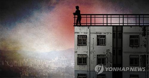 """""""아내 겁주려고…"""" 부부싸움 끝 아파트 베란다 매달린 30대"""