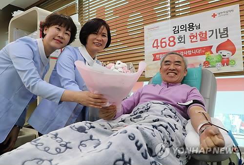 """""""맘 같아선 더 하고 싶은데""""…38년간 468번 헌혈한 영웅"""